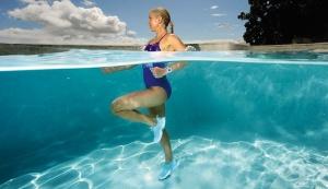6 упражнения в басейн, с които да поддържате форма през лятото