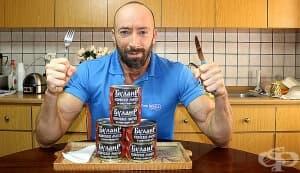 Mr.3Hours вдига силите си с консерви с конско месо