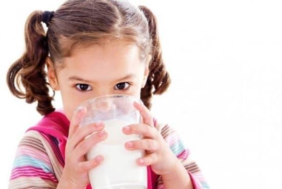 Обезмасленото мляко може да доведе до затлъстяване при децата - изображение
