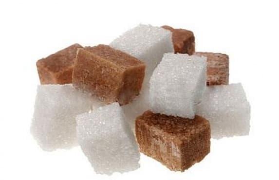 Кафявата захар е по-преработена от бялата захар - изображение