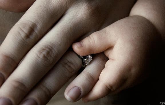 Българските семейства не осиновяват деца с увреждания - изображение