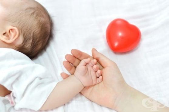 Как да почистим правилно ушите на бебето - изображение