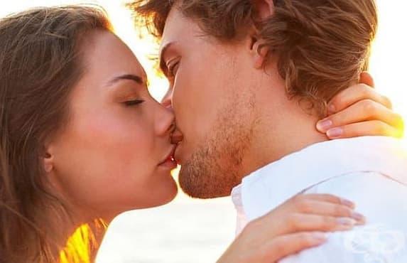 Учени обясняват защо накланяме глава надясно, когато се целуваме - изображение