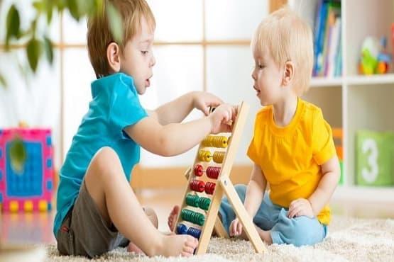 Децата трябва да са заобиколени с по-малко играчки - изображение