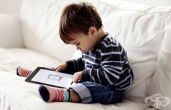 Децата, които отделят много време пред таблет и телефон, могат да имат проблеми с говора - изображение