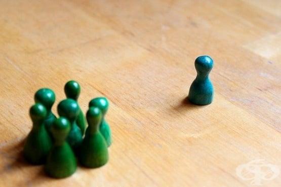 Дискриминацията в социалните медии засилва депресията и тревожността при мъжете от малцинствените групи  - изображение