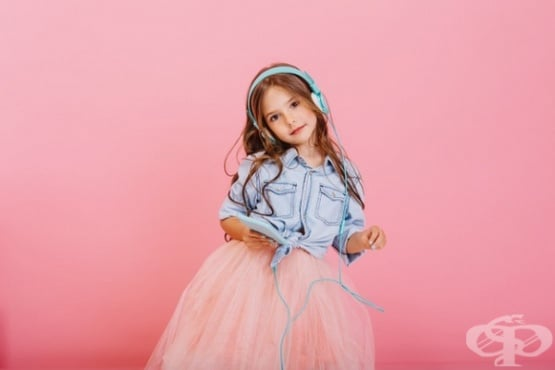 Емоциите на децата се повлияват по-силно от чутото, отколкото от видяното  - изображение