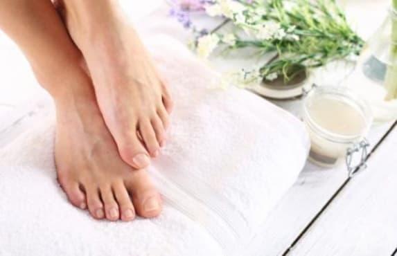 Хроничните мазоли на краката могат да са признак за развитие на рак на хранопровода - изображение