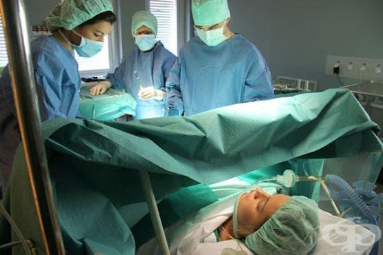 Медици забравили цяла пелена в тялото на родилка - изображение