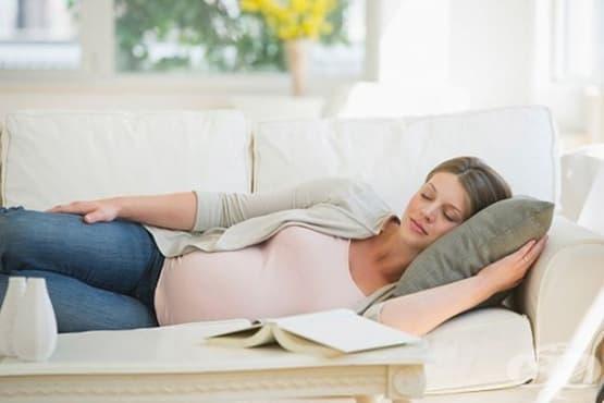 Бременните жени е добре да спят на лявата страна - изображение