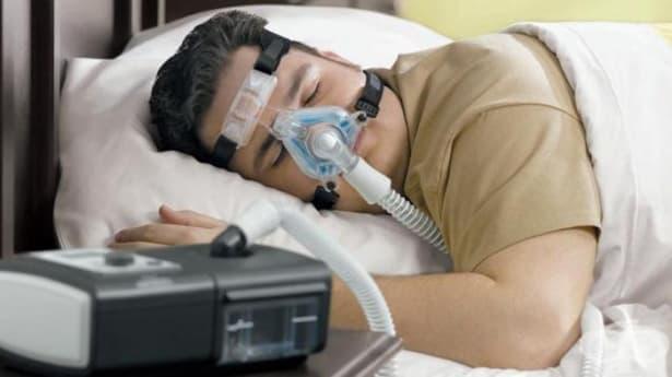 Машина с вграден овлажнител помага на страдащи от сънна апнея да се придържат към лечението си - изображение