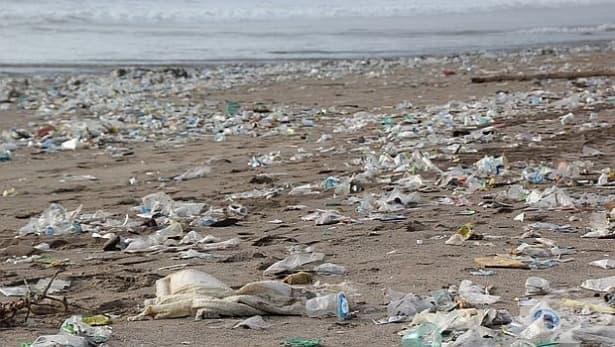 Нова химична техника превръща рециклираните пластмасови отпадъци в чисти горива - изображение