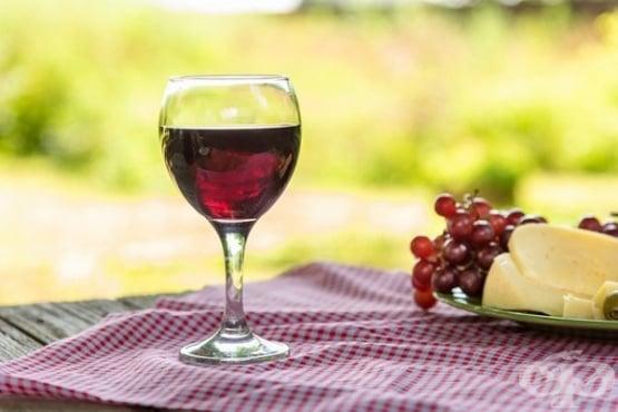 Повече вино и сирене в хранителния режим могат да предотвратят когнитивни нарушения  - изображение