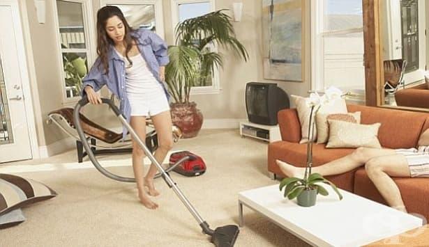 С домашния прах поемаме вредни за здравето химични вещества - изображение