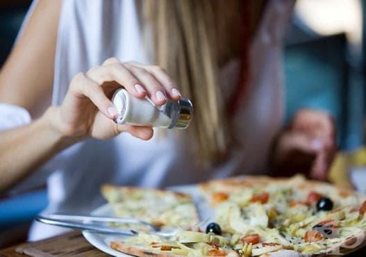 Намаляване на солта само с 2 грама дневно може да спаси 8000 живота годишно - изображение