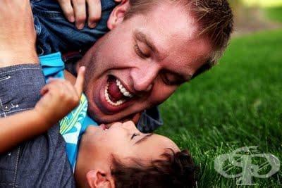 Голяма част от родителите общуват с децата си основно чрез телефонни разговори - изображение