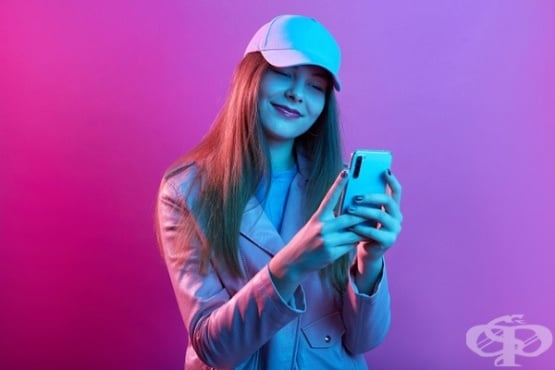 Смартфонът – причина за нездравословно хранене и наднормено тегло при тийнейджърите  - изображение