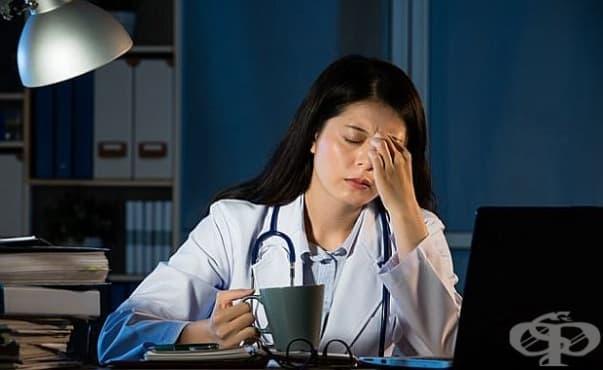 Нощните смени повишават риска от появата на рак при жените - изображение