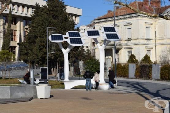 Соларни дървета ще зареждат мобилни устройства и инвалидни колички - изображение