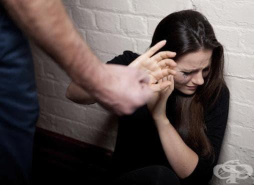 Стокхолмски синдром в семейството – защо жената изпитва симпатия към своя насилник - изображение