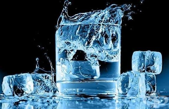 4 причини, поради които не трябва да се пие студена вода в жегите - изображение