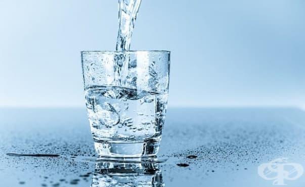 В питейната вода и на петте континента има пластмаса - изображение