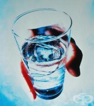Ирански лекар лекува коварни болести с... вода - изображение