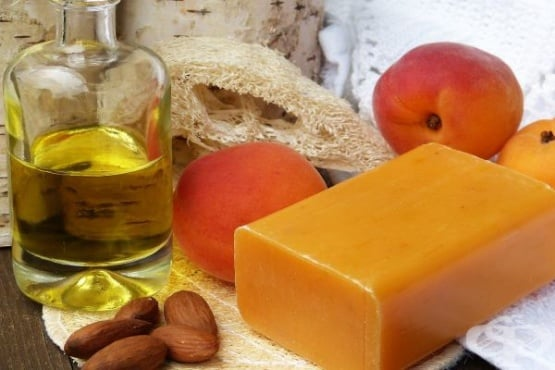 Масло от кайсиеви ядки - изображение