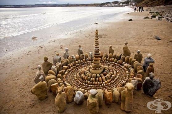 Омайващи спирали и мандали от листа и камъни  - изображение