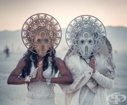 Най-сюрреалистичната сватба на годината се проведе по време на фестивала Burning Man 2018 - изображение