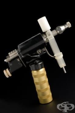 """""""Med-E-Jet"""" - уредът за инжектиране на ваксини под налягане  - изображение"""