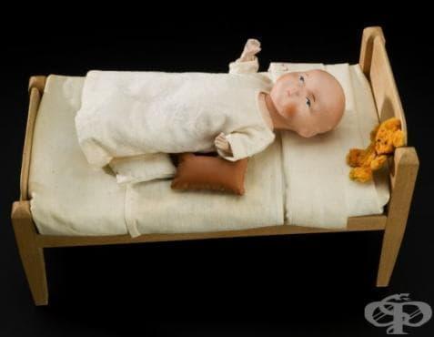 Керамична кукла, използвана в Англия за демонстрация на лечение на полиомиелит от 1930г.  - изображение