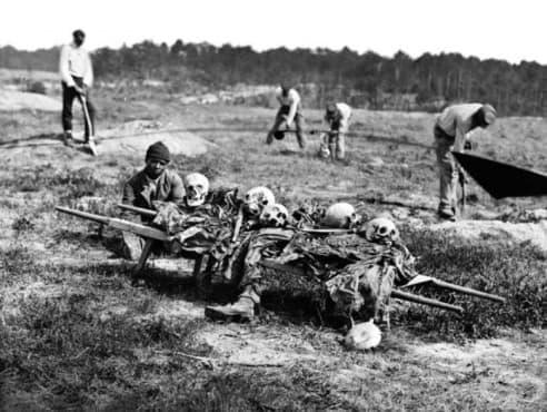 Девилс Пънчбоул: американски концлагер, в който намират смъртта си 20 000 освободени роби - изображение