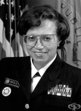 Доктор Одри Форбс Манли – първият контраадмирал и военен хирург - изображение