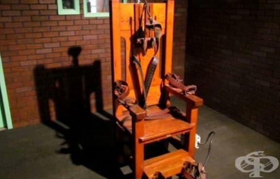 Американец, избегнал смъртна присъда, умира от токов удар в тоалетната - изображение