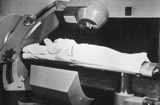 Развитие на лъчетерапията от рентгеновите лъчи до лечението с йонизиращо лъчение – въведение - изображение