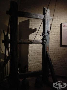 Хипократово лечение на гръбначни изкривявания чрез стълба, датиращо от 4 век пр.Хр. - изображение