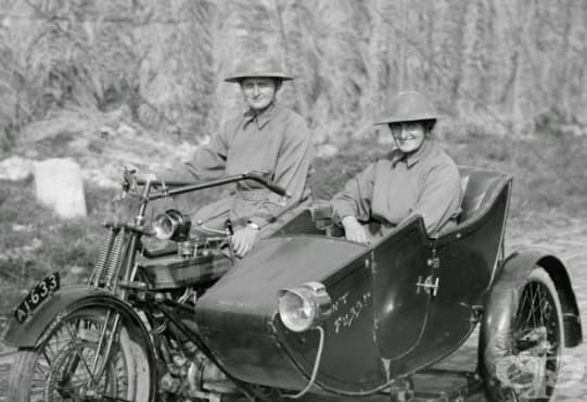 Две жени на мотори: медицински сестри, които спасяват войници по време на Първата световна война - изображение