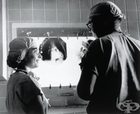 Нина Браунуолд и незаменимата й роля в хирургията отвъд Океана  - изображение