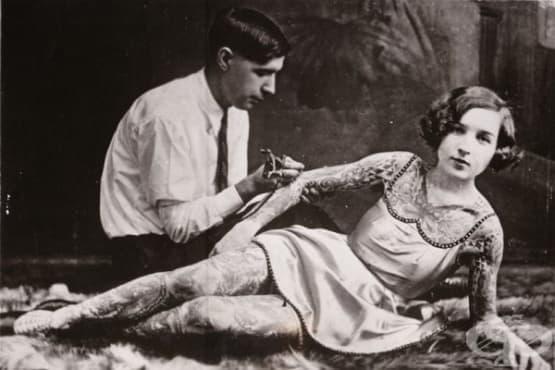 Програмата за татуиране на кръвна група върху торсовете на гражданите в САЩ през 50-те - изображение