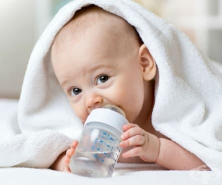 Нужно ли е да даваме допълнително вода на кърмените бебета - изображение
