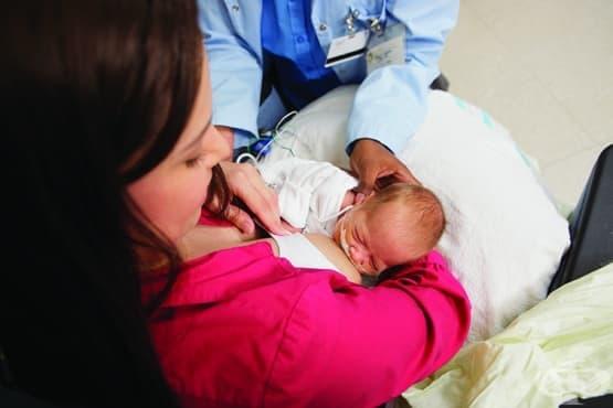 Кърмене на преждевременно родено бебе - изображение