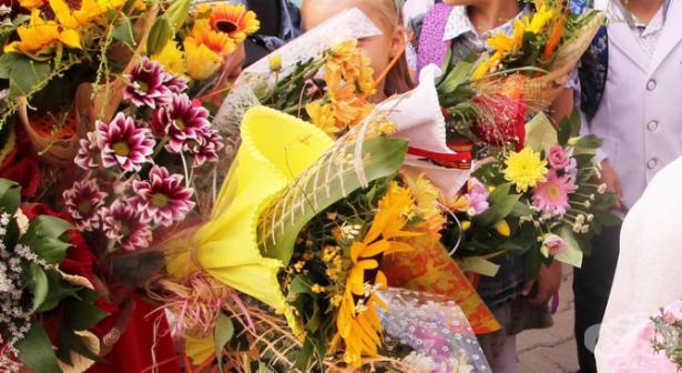 Цветя, благотворителност или и двете за началото на учебната година - изображение