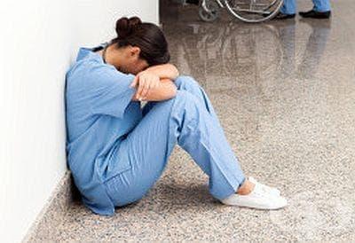 Какво трябва да е наказанието за посегателство върху лекар по време на изпълнение на служебните му задължения? - изображение