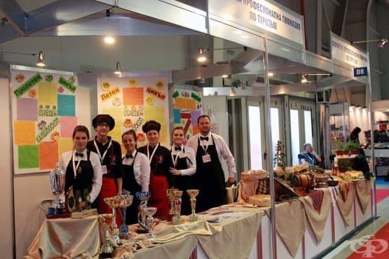 На БУЛПЕК представихме български обредни хлябове - наш преподавател и ученик са жури на тв-състезание по сладкарство : Антоанета Джонева, директор на Софийска професионална гимназия по туризъм - изображение