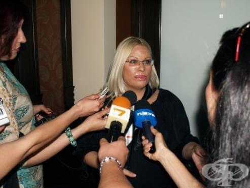 Мария Бонева: Цял живот ще остана в затвора на обезобразеното си лице - изображение