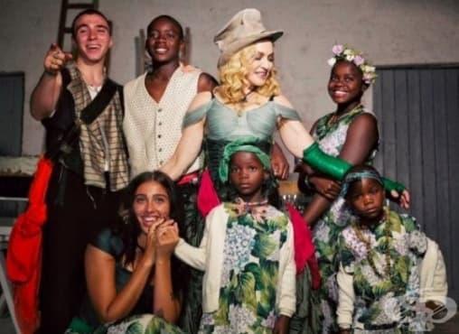 10 знаменитости, които не глезят децата си - част 1 - изображение