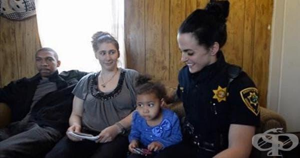 2-годишно момиченце звъни на 911 за помощ, но ето какво се оказва... - изображение