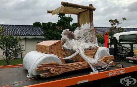 Малайзийски султан с подарък - копие на колата на Фред Флинстоун - изображение