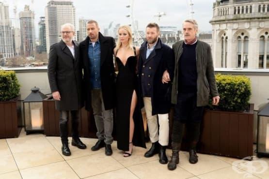 Дженифър Лорънс критикува медийното отразяване на модния си избор като проява на сексизъм - изображение
